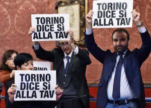 Torino: imprese, sindacati, commercianti in piazza contro i no Tav