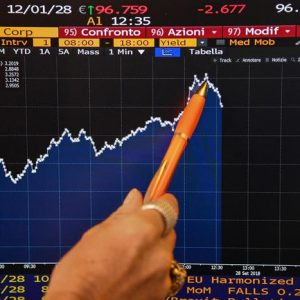 Spread e mercati, paura e sfiducia sull'Italia. Comincia inferno a quota 300 punti