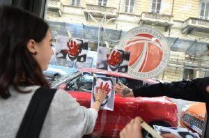 Torino, studenti bruciano manichini raffiguranti Salvini e Di Maio (foto Ansa)