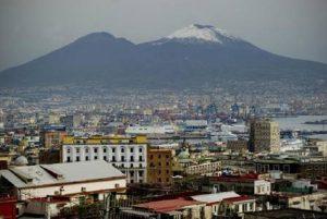 """Vesuvio, sciame sismico: quarantuno scosse in meno di otto ore. Gli esperti: """"Nessun allarme"""" (foto Ansa)"""
