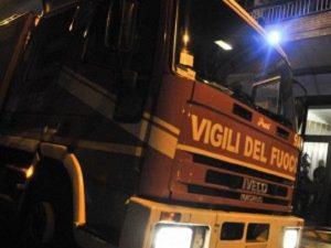 Roma, fiamme in un palazzo di via Barberini: l'area chiusa al traffico, lunghe code