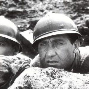 """4 Novembre 1918, l'unica grande vittoria militare italiana: costò 600 mila morti e portò il fascismo. Nella foto: Vittorio Gassman (a sin.) e Alberto Sordi in una scena del film """"La grande guerra"""", del 1959, regista Mino Monicelli"""