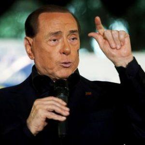 Tim, Berlusconi nel suo destino? Scorporo rete e poi fusione con Mediaset