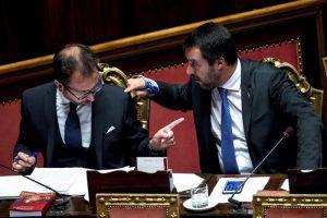 """Prescrizione, l'accordo M5S-Lega: stop alla prima sentenza, ma dopola riforma """"epocale"""" dei processi (nella foto Bonafede e Salvini)"""