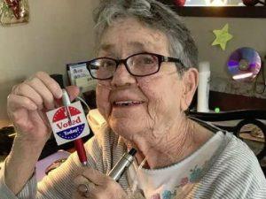 Midterm, Gracie Lou Phillips vota per la prima volta a 82 anni. Poi muore