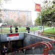 Milano, intrusa in metro fa scattare calo tensione: brusca frenata, passeggeri feriti06