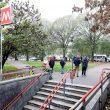 Milano, intrusa in metro fa scattare calo tensione: brusca frenata, passeggeri feriti09