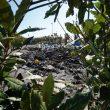 Emergenza rifiuti, a Torre del Greco bruciano i cumuli nella notte. E Di Maio e Salvini litigano...05