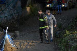 Vigili del fuoco al lavoro dopo l'esondazione del fiume Milicia