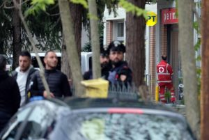 Pieve Modolena, Francesco Amato barricato in posta: carabinieri liberano gli ostaggi 4