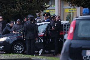 Pieve Modolena, Francesco Amato barricato in posta: carabinieri liberano gli ostaggi 11