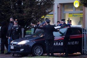 Pieve Modolena, Francesco Amato barricato in posta: carabinieri liberano gli ostaggi 10