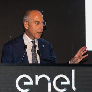 Enel, piano strategico 2019-2021: decarbonizzazione, efficientamento energetico dei condomini e più fibra