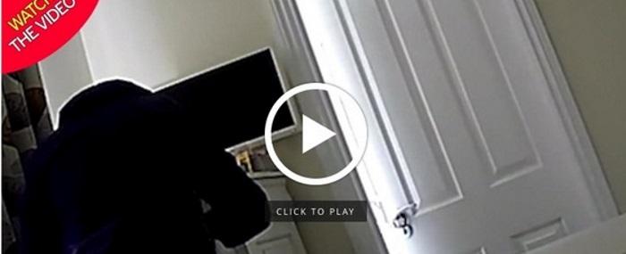 Telecamera nascosta in casa: scopre il vicino che...si tocca ...