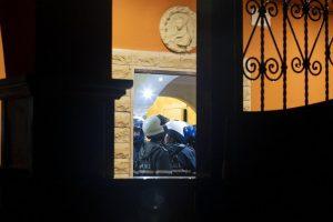 Roma: nelle villette dei Casamonica affreschi, cavalli e tigri d'oro7