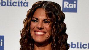 """Bianca Guaccero in tv con la parrucca. Bufera social: """"Hai copiato Ilary Blasi"""""""