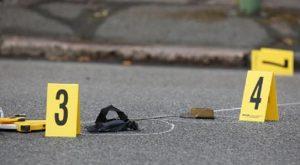 Atene, esplode ordigno artigianale davanti chiesa: ferito poliziotto