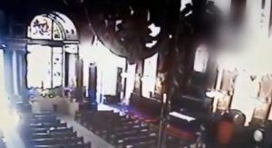 Brasile uomo in chiesa