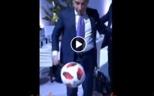 Giuseppe Conte palleggia: il risultato non è dei migliori VIDEO