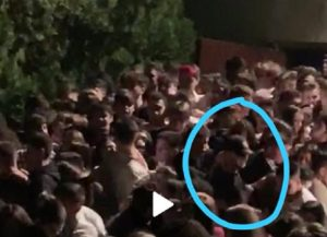"""Discoteca Corinaldo, il giallo della foto di un giovane a volto coperto: """"Aiutateci e trovarlo"""""""