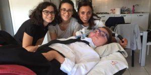 """Cristian Viscione, 20 anni disabile: """"Cerco amici, 7 euro l'ora"""". Gara di solidarietà, gratis"""