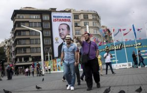 Turchia nuova meta dei giovani italiani, la paura della calvizie val bene un tuffo nell'Islam