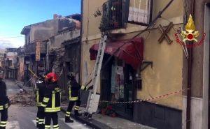 Terremoto Catania e Etna: molti dormono in auto, altre 10 famiglie sfollate