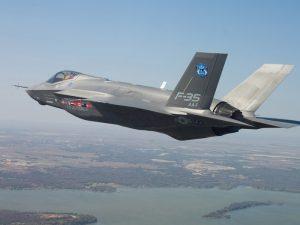 F-35, M5S ha cambiato idea? L'elogio del sottosegretario Tofalo, per Di Maio solita analisi costi-benefici