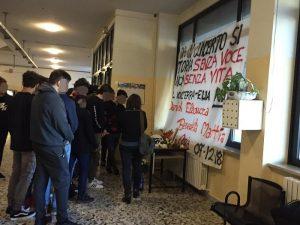 Discoteca Corinaldo, striscione dedicato a vittime2