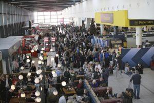 Londra, aeroporto Gatwick: tornano i droni, voli sospesi