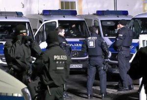 Germania, auto cerca di entrare in pista: sospesi voli all'aeroporto di Hannover (foto d'archivio Ansa)