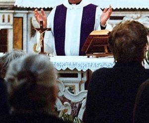 Chieti, sostituiscono l'incenso con la marijuana durante la messa: prete e fedeli ricoverati (foto d'archivio Ansa)