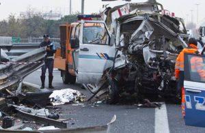 Roma, incidente sul Gra: tre auto e un furgone contro il guardrail