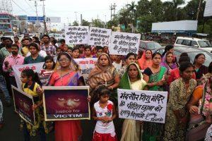 India, bimba di 3 anni stuprata. Rischia la vita
