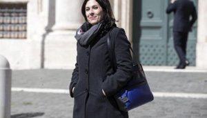 """Mara Lapia, deputata M5s aggredita. Una testimone la smentisce: """"Si è buttata a terra da sola"""""""