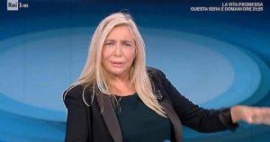 """Domenica In, gaffe di Mara Venier con l'astrologo: """"Ti posso chiamare oroscoparo?"""""""