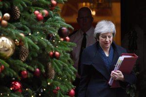 Brexit, Theresa May ce la fa: mozione sfiducia Tory non passa