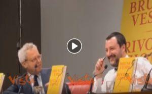"""Enrico Mentana scherza con Matteo Salvini: """"Sei la Ferragni della Lega"""" VIDEO"""
