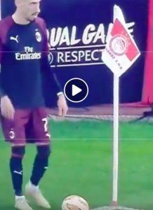 Olympiacos-Milan, Castillejo-Calhanoglu e il calcio d'angolo più stupido di sempre (VIDEO)