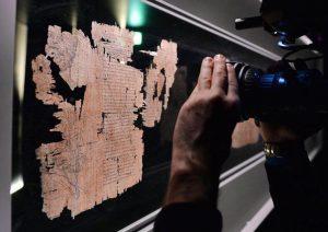 Truffa (prescritta) da 2,7 milioni di euro. Spataro svela l'intrigo del Papiro di Artemidoro