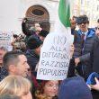 """Manovra, Pd in piazza davanti alla Camera. """"Salvini-Di Maio autisti ubriachi"""" 08"""