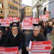 """Manovra, Pd in piazza davanti alla Camera. """"Salvini-Di Maio autisti ubriachi"""" 12"""