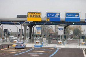 Pedaggi autostradali, il governo studia il blocco degli aumenti (foto Ansa)