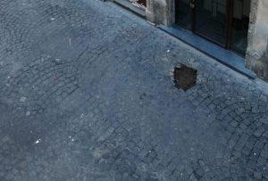 Roma, rubate pietre d'inciampo: sfregio a memoria degli ebrei