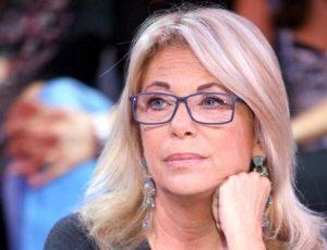 """Rita Dalla Chiesa: """"Buon Natale alla Raggi"""". E pubblica le foto di Roma invasa dai rifiuti"""