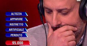 """L'Eredità, il concorrente urla in diretta: """"Silvia ti amo!"""". Flavio Insinna sconcertato"""