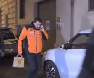 Salvini esce dal vertice di maggioranza e va a comprare il sushi