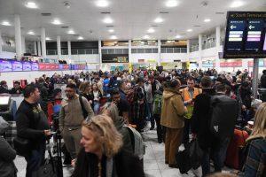 Londra, droni sulla pista di Gatwick: aeroporto chiuso 4