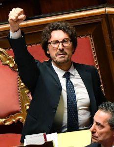"""Tav. Toninelli congela i lavori, Bruxelles gli porta il conto: """"Allora ridateci i soldi"""""""