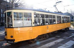 Milano, conducente ha un malore: tram contro due auto. Quattro feriti